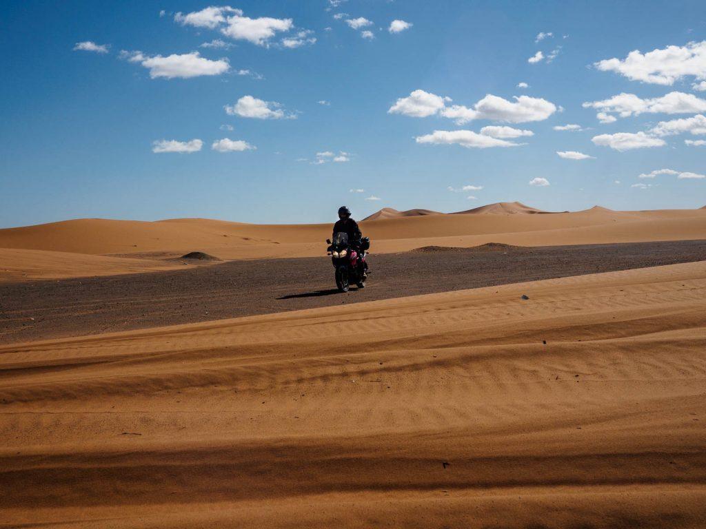 Rondando junto a las dunas de Merzouga.