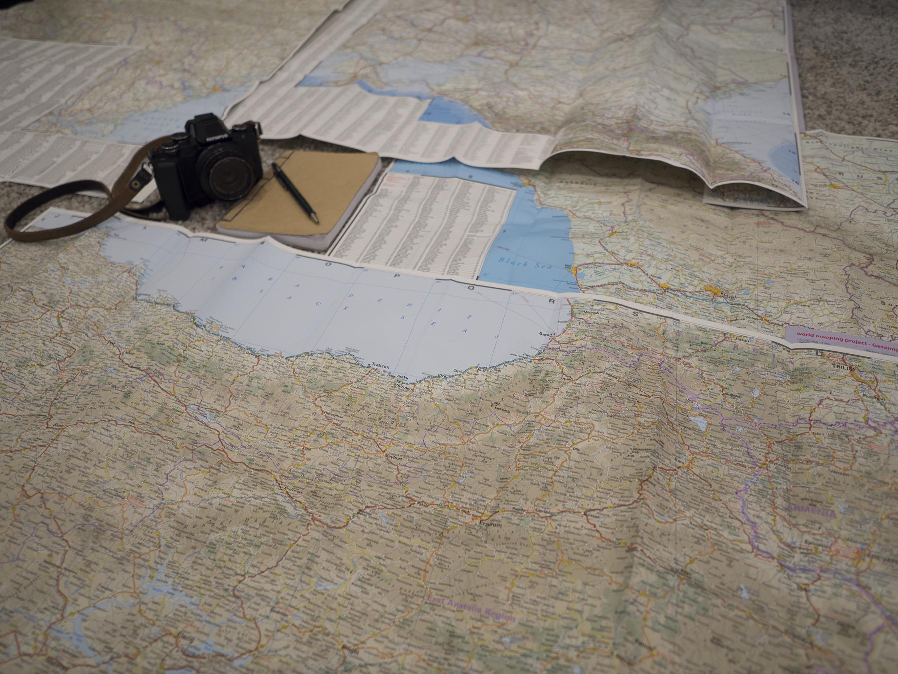 Cámara de fotos y mapas del mar negro