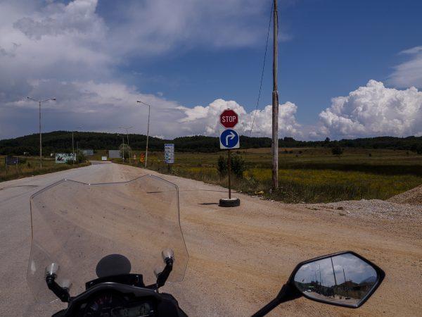Por delante Macedonia, en el retrovisor, Albania.